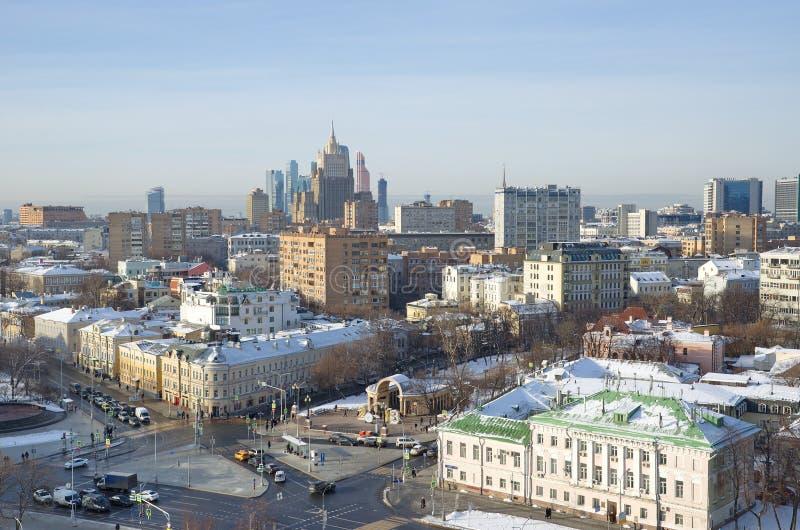 Vintersikt av staden av Moskva, Ryssland fotografering för bildbyråer
