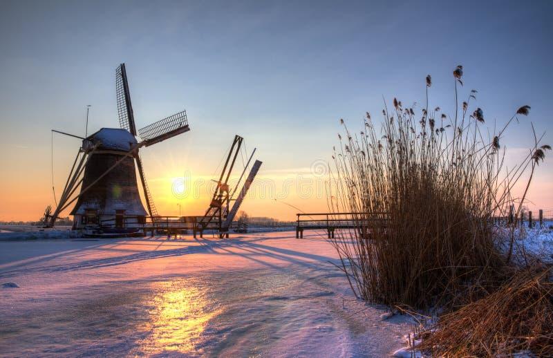 Vintersolnedgången mal HDR royaltyfri fotografi