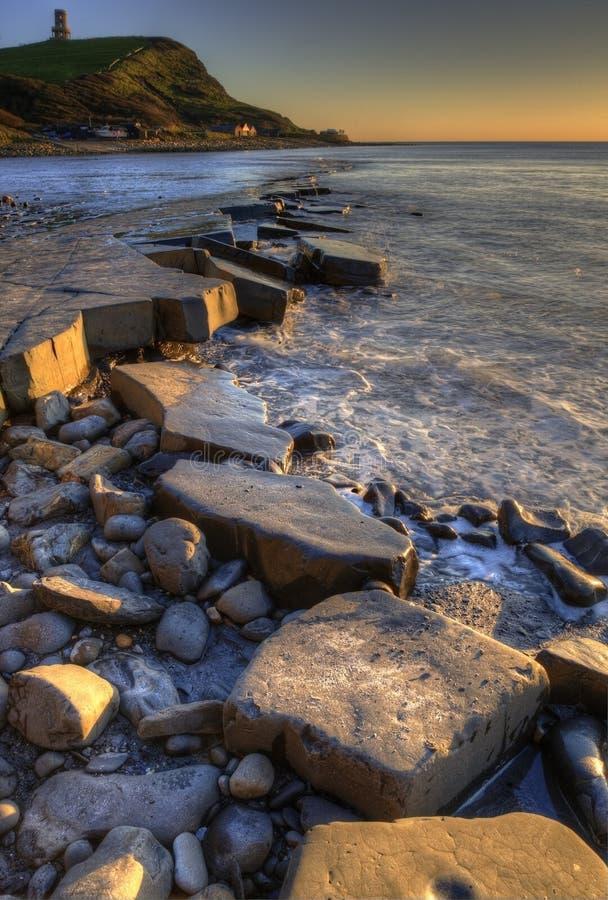 VintersolnedgångKimmeridge Jurassic kust arkivbilder