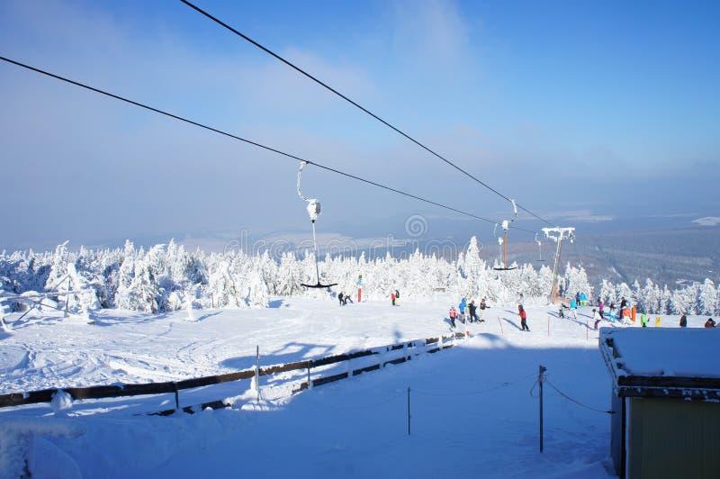 Vintersporter på berget Fichtelberg royaltyfria foton