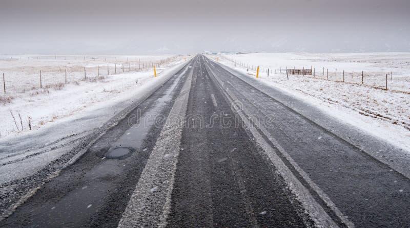 Vinterväg Island royaltyfria bilder