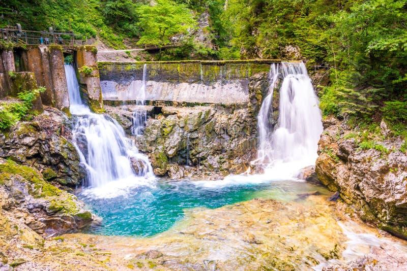 Vintgar-Schluchtwasserfall in Slowenien, Nationalpark Triglav Reines Süßwasser in den schönen touristischen Wegen der Natur und d stockfotos