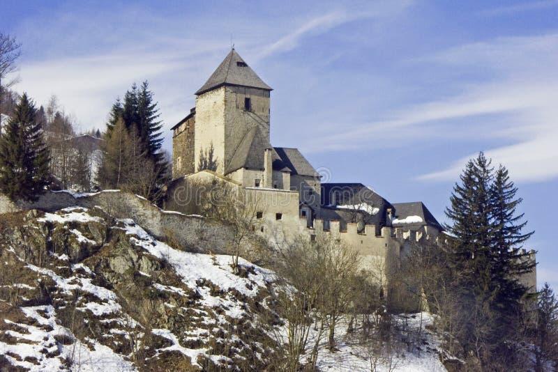 Vintrig Reifenstein slott i södra Tyrol royaltyfri foto