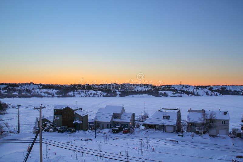 Vintrigt landskap av Yellowknife fotografering för bildbyråer