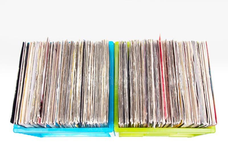 Vinyl verslagen in plastic vakjes die op wit worden geïsoleerdt stock foto
