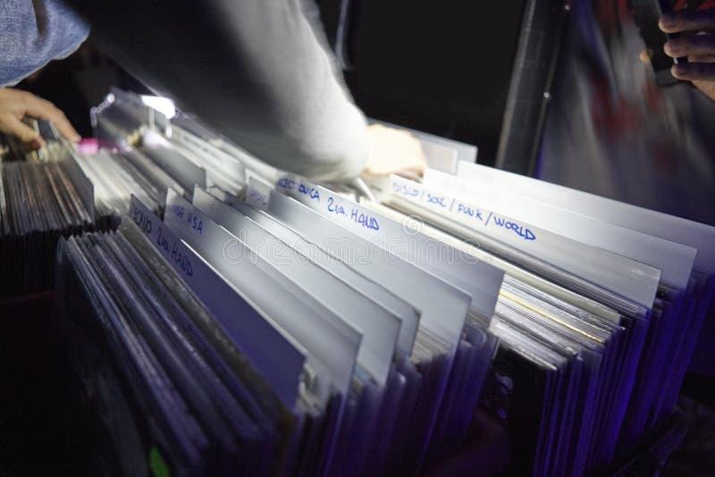 Vinylaufzeichnungssammlung Musikrekordalbumhintergrund stockfotografie