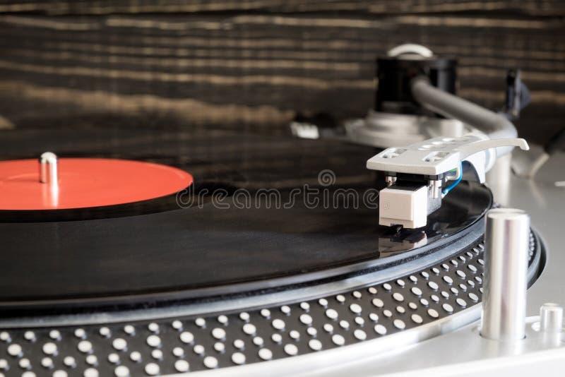 Vinylrekord på spelaren arkivfoto