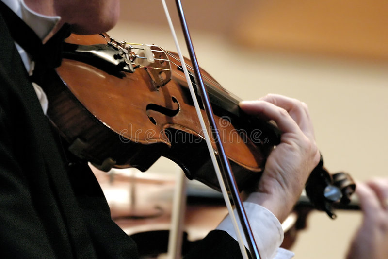 Violín de la sinfonía imagenes de archivo