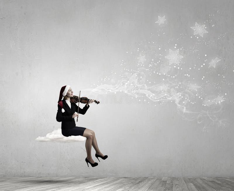 Violín del juego de la mujer de Papá Noel fotografía de archivo