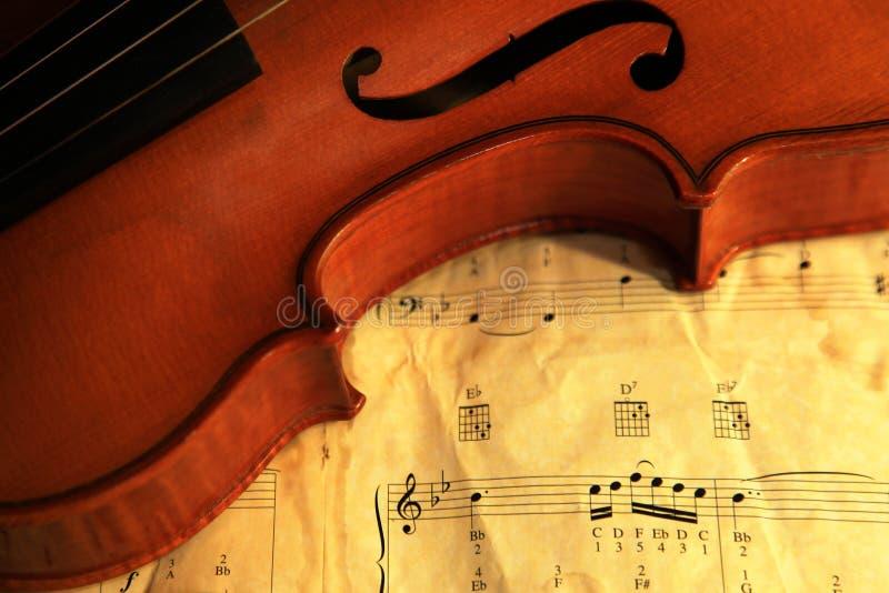 violín viejo 1937 en estudio imagenes de archivo