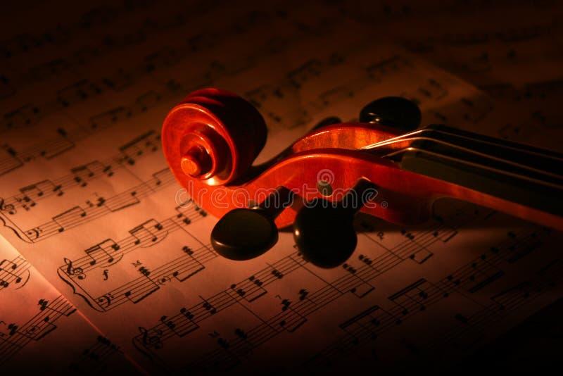 Violín y hoja de música imagenes de archivo