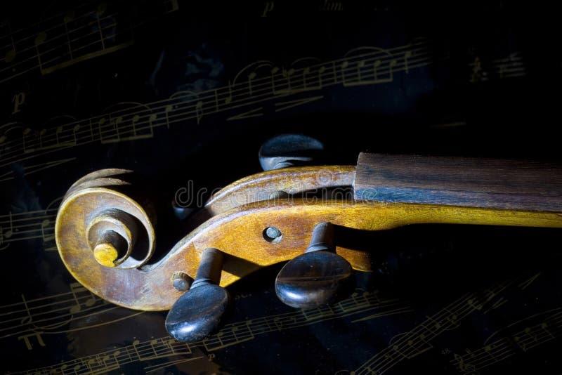 Violín y hoja de música fotos de archivo
