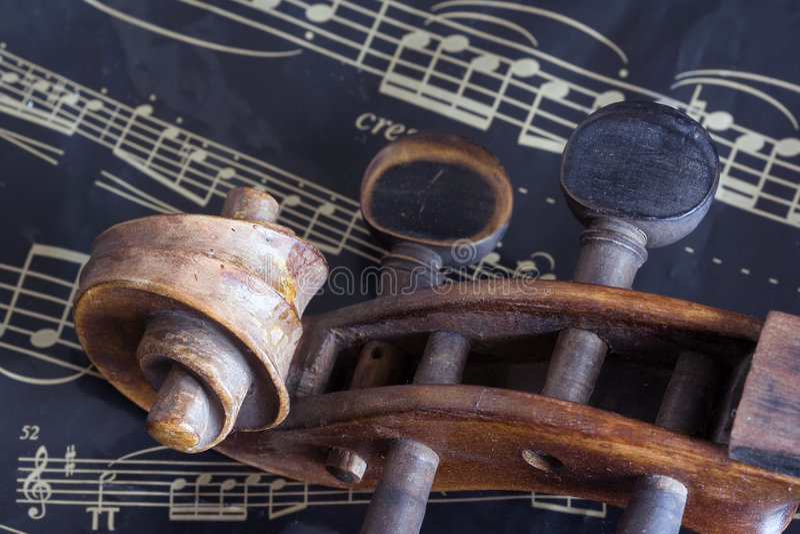 Violín y hoja de música imagen de archivo