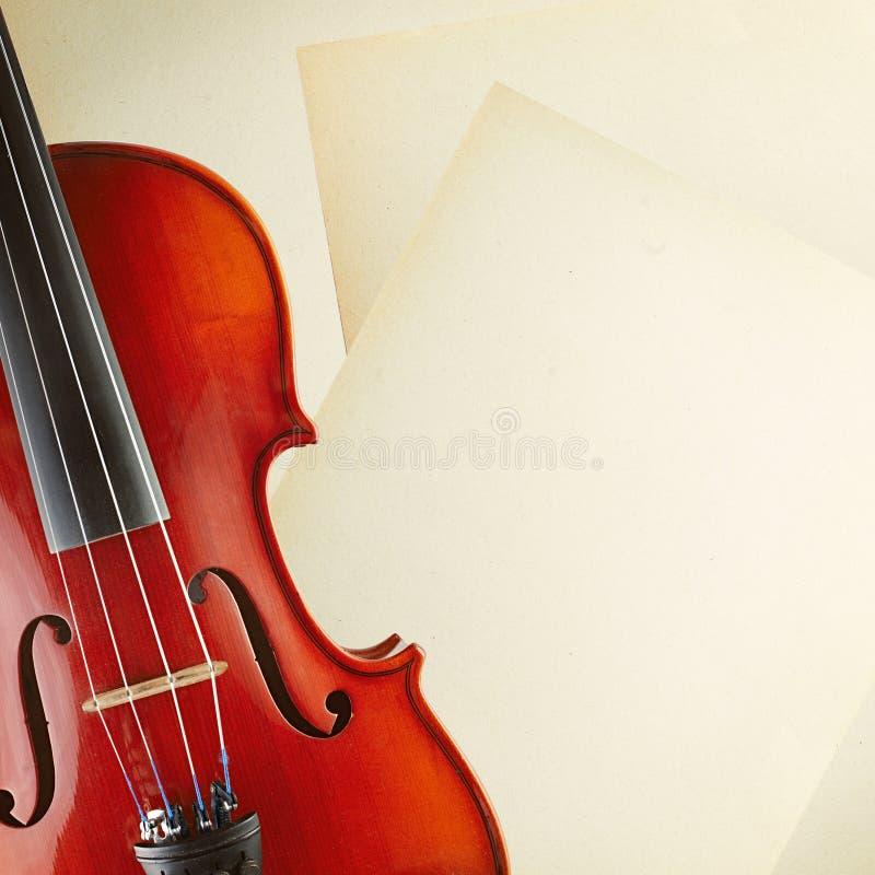 violín y papel imagenes de archivo