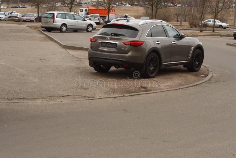 Violação de estacionamento em uma cidade grande foto de stock