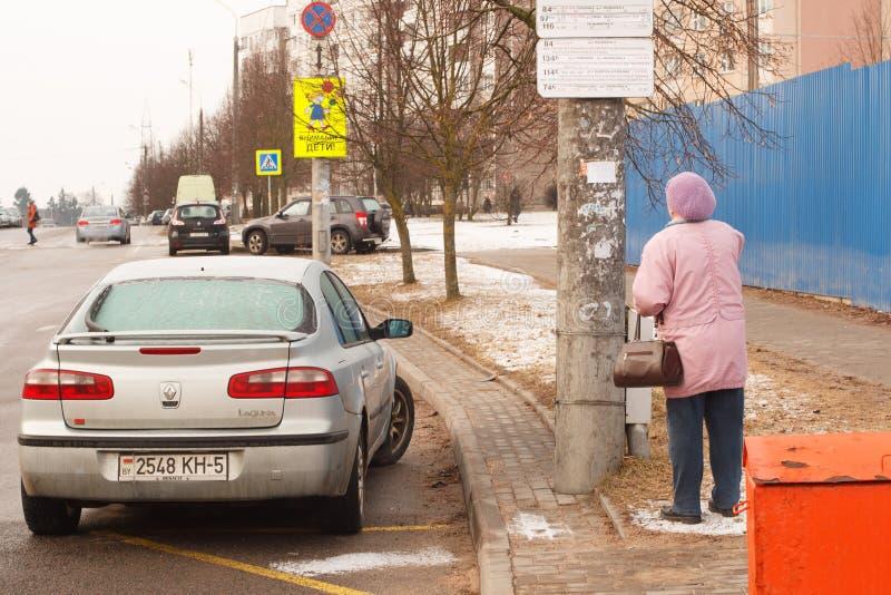 Violação do estacionamento uma cidade grande foto de stock