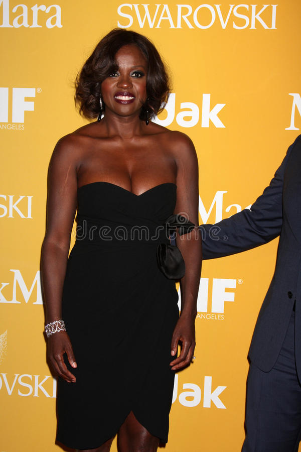 Viola Davis arrives at the City of Hope s Music And Entertainment Industry Group Honors Bob Pittman Event