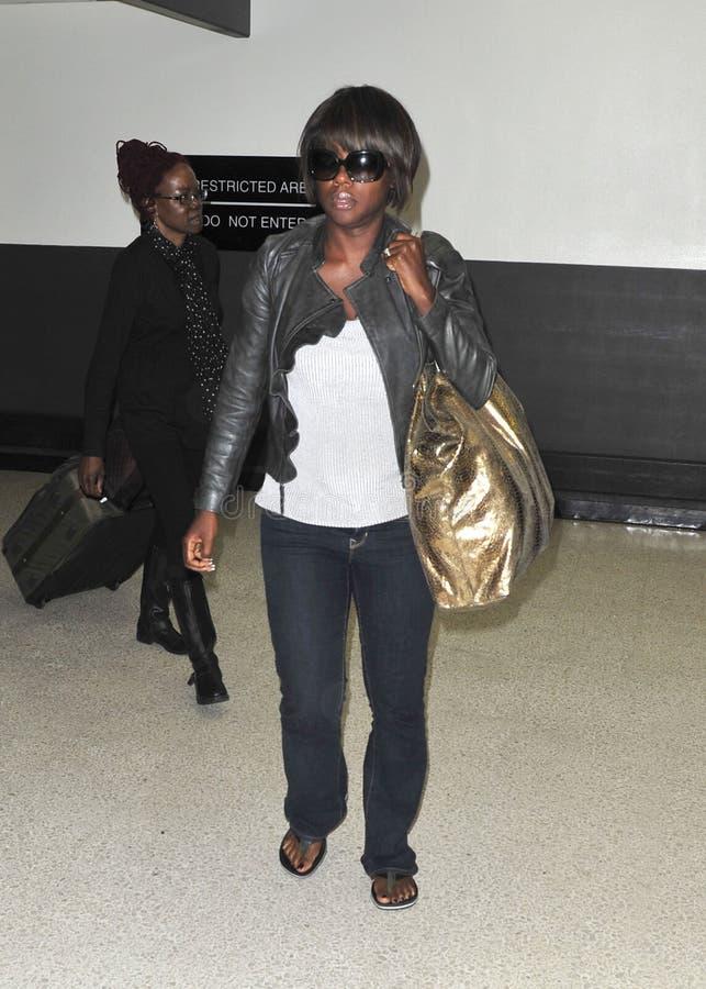Viola Davis dell'attrice all'aeroporto di LASSISMO. fotografia stock