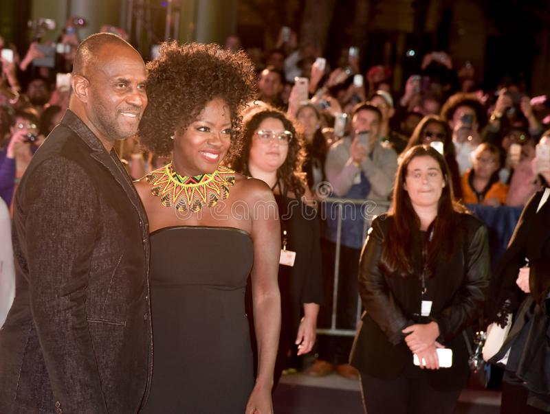 Viola Davis e Julius Tennon no ` das viúvas do ` premiere fotografia de stock