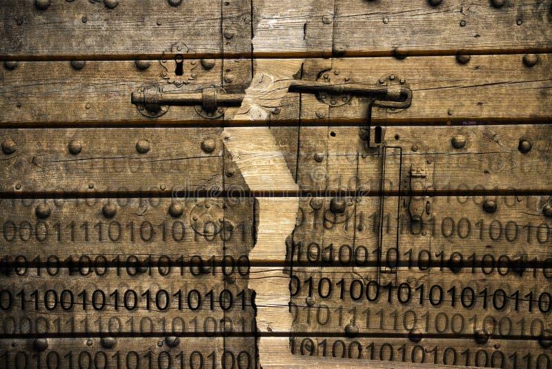 Violation du dossier de code secret - image de concept avec l'agaist de code binaire une vieille porte rouillée en métal sur le f image stock