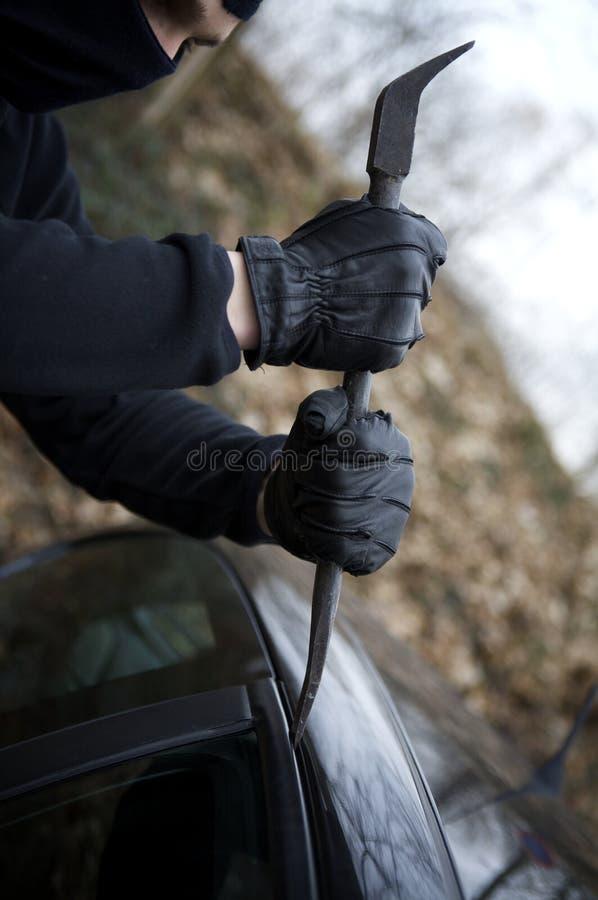 Violazione criminale dell'automobile del ladro fotografia stock libera da diritti