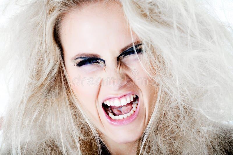 Violentamente gritando en usted con mi pelo blanco fotografía de archivo libre de regalías