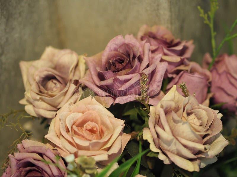 Violet Pink steg handgjorda blommahantverk fotografering för bildbyråer