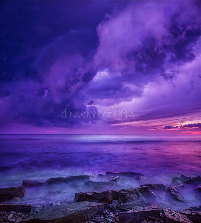 Free Violet Sunset Above The Ocean Royalty Free Stock Photo - 113185675