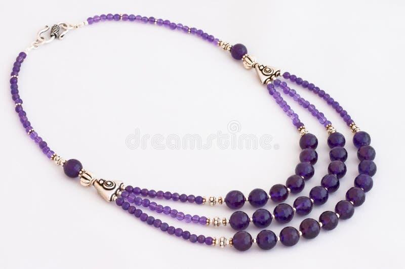 Violetkleurige halsband royalty-vrije stock afbeeldingen