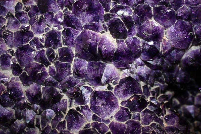 Violetkleurige Kristallen royalty-vrije stock afbeelding