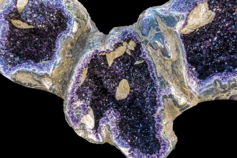 Violetkleurige Kristallen in aard Geodekristallen royalty-vrije stock foto's