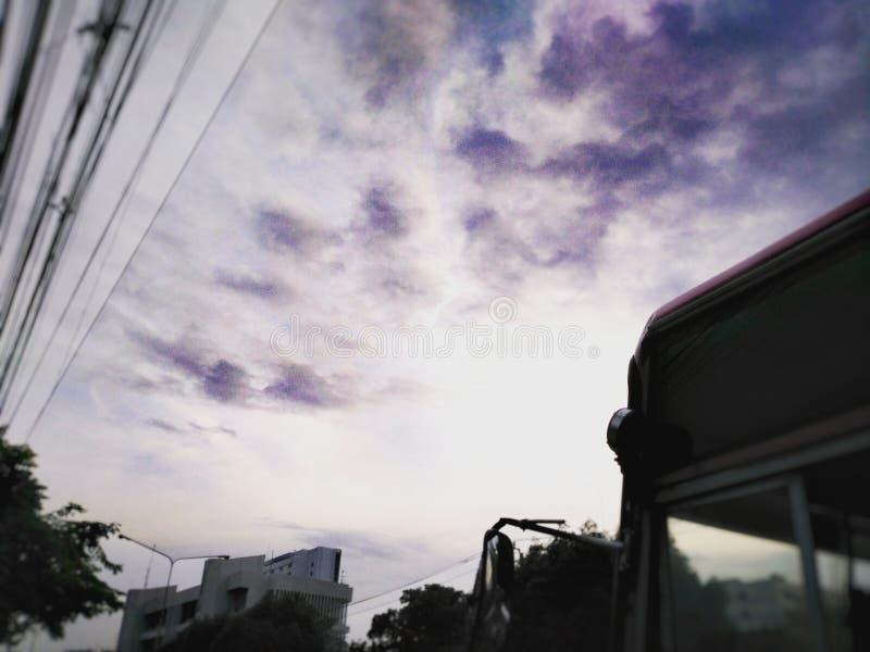 Violett himmel arkivfoton
