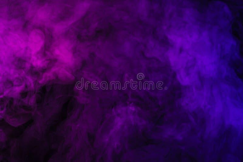 violette en roze rook op samenvatting stock afbeelding