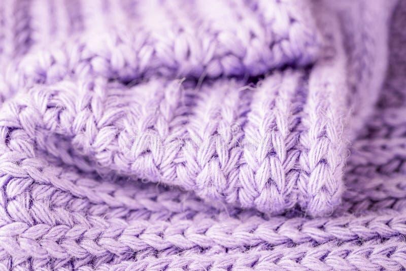 Violette het breien woltextuur De achtergrond van de close-upwol Warm en Comfortabel royalty-vrije stock foto's