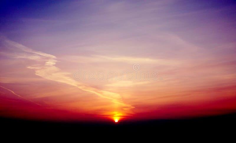 Violette zonsondergangochtend royalty-vrije stock fotografie