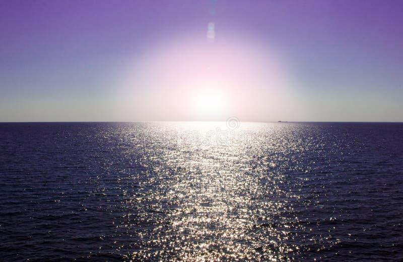 Violetter Sonnenuntergang stockbild
