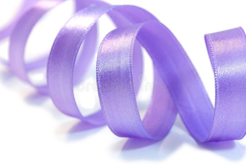 Violettes Satinfarbband lizenzfreies stockfoto