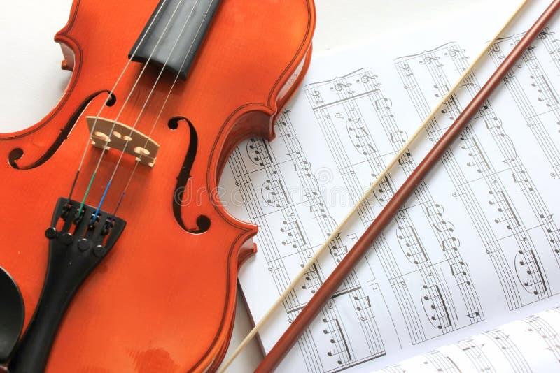 Violine und Anmerkungen lizenzfreies stockbild
