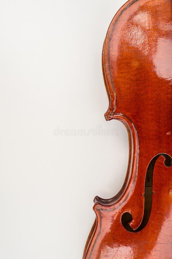 Violinen-nahe hohe Ansicht über weißen Hintergrund stockfotos
