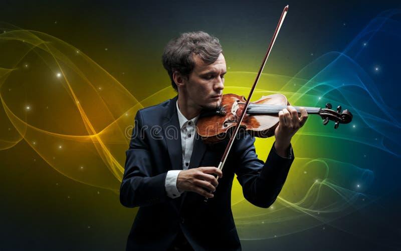 Violinista com conceito fabulado colorido imagens de stock