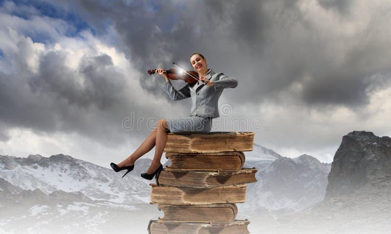 Download Violinista de la mujer imagen de archivo. Imagen de businesswoman - 41901763