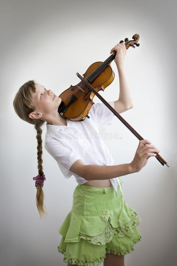 Violinista joven imagen de archivo libre de regalías