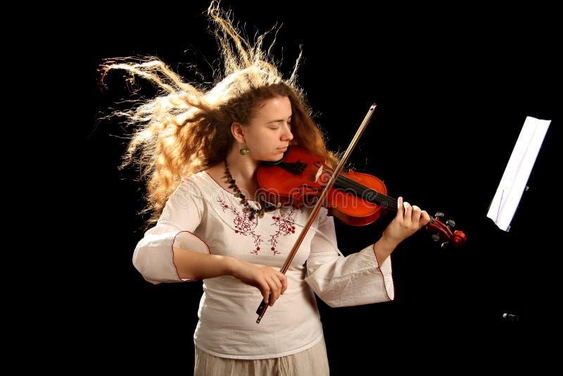 Violinista y pult de la muchacha imagen de archivo