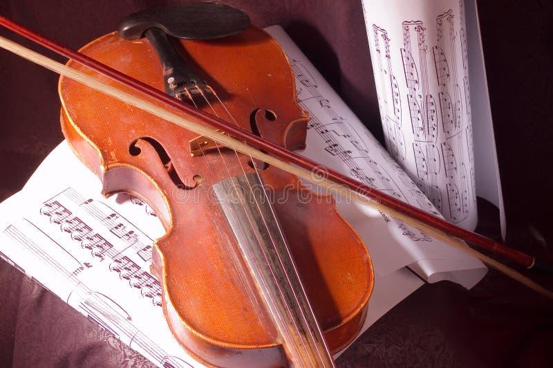Violino e nota fotografia de stock