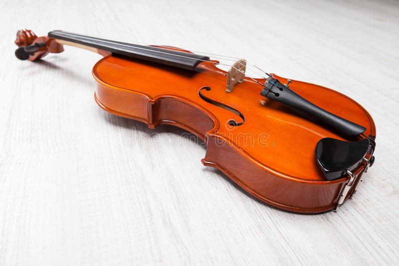 Violino nel fondo bianco fotografie stock libere da diritti