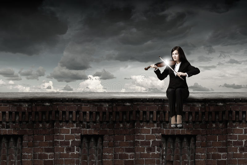 Violoniste de femme photographie stock