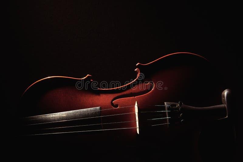 Viool op zwarte achtergrond stock foto