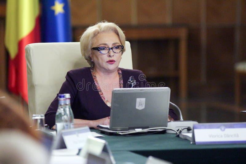 Viorica Dancila - réunion de gouvernement - la politique roumaine photo libre de droits