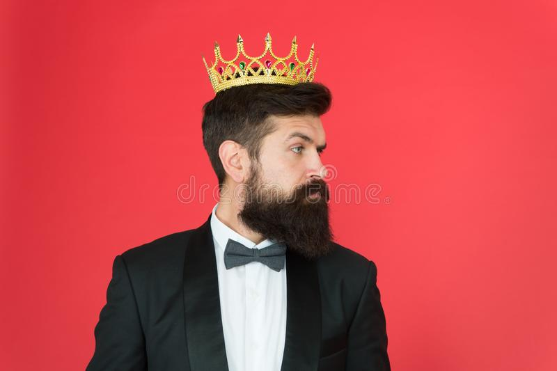 VIP τρισδιάστατο αφηρημένο μεγάλο κύριο μοντέλο Επίσημο γεγονός Κορώνα βασιλιάδων Επίσημη αρσενική μόδα ένδυσης Εγωιστής επιχειρη στοκ εικόνες