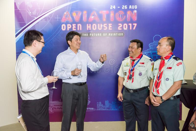 VIP que fala aos povos na casa aberta da aviação fotos de stock
